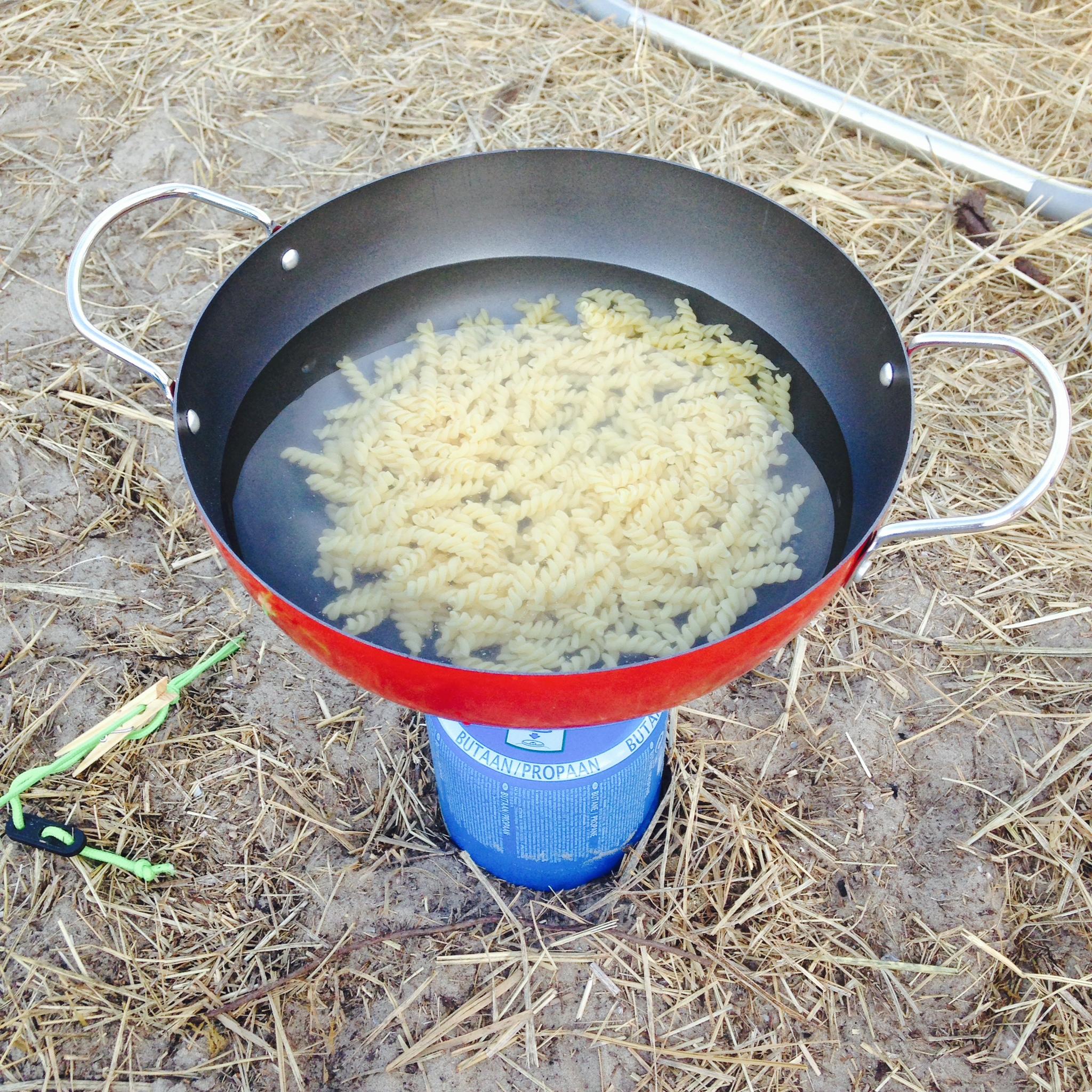 een pan pasta