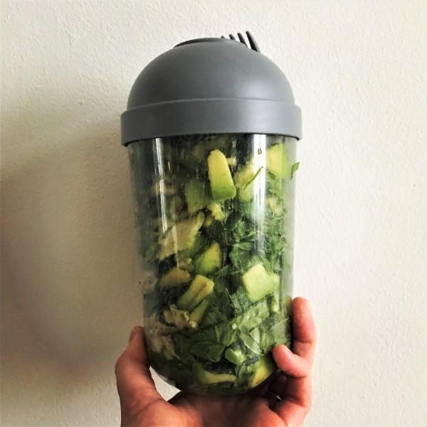 Lunchsalade met maar 3 ingrediënten. Een gezond recept van purefoodie.nl